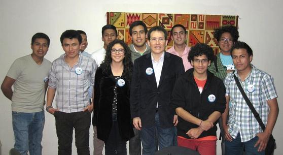 Algunos estudiantes peruanos que partieron a Rusia en el 2014 , de izq. a der. : Josue Limas (SGAU), Iván Panta (SGAU), Julio Falcón (SGAU), Kevin Baca (SGAU), Angela Farfán (RUDN), Miguel Nizama (SGAU), Jorge Cieza de León (Director de ALAR), Rodrigo Vásquez (SGAU), Sebastián Hernández (UNN), Rodrigo Arguedas Peña (UNN), Ghersi Gómez (SGAU)  Miguel Angel Nizama Castillo y Rodrigo Arguedas Peña