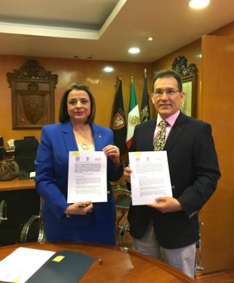 Dra. Ma. Leoba Castañeda Rivas, Directora de la Facultad de Derecho, Ing.MSc. Jorge Cieza de León T (Director Ejecutivo ALAR)