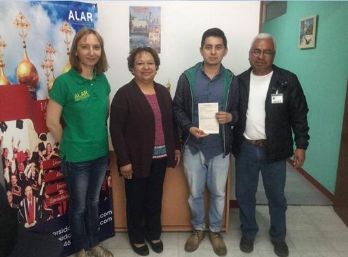 Gibrán Trejo Aquino, estudiante de Ingeniería Mecatrónica en la Universidad Politécnica de Pachuca, recibió su invitación en compañía de sus padres para cursar la Escuela de Verano Tecnologías Espaciales de vanguardia y experimentos en el espacio: Desde la concepción de la Misión hasta el proyecto de Nanosatélites