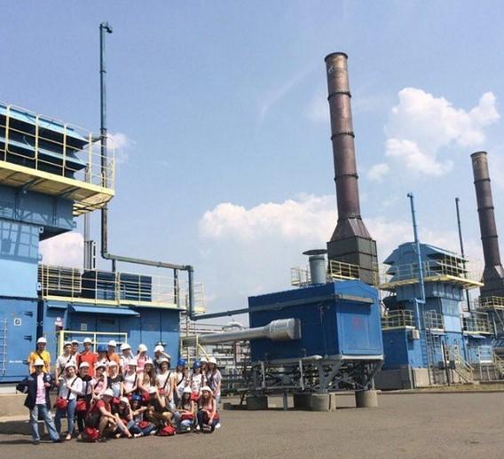 Los estudiantes universitarios de Gubkin realizando su formación práctica, combinando el trabajo y su especialidad con excursiones en las reservas naturales de Rusia.