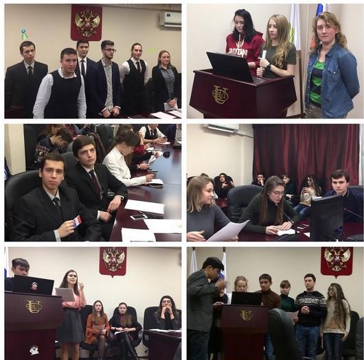 Reunión de Alumnos de Derecho debatiendo el papel en la formación del derecho internacional durante sus clases