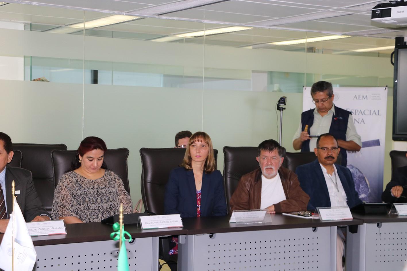 La representante de ALAR México, Natalia Smirnova, presente durante la reunión de la AEM