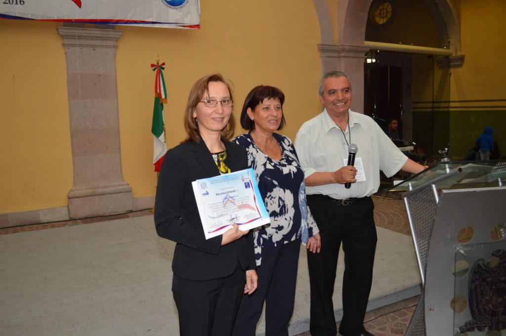 La representante de ALAR en México recibió el diploma de certificado de idioma ruso por parte de RUDN y el reconocimiento por parte de AMIR debido a la labor de difusión de oportunidades de estudios en Rusia para los estudiantes mexicanos
